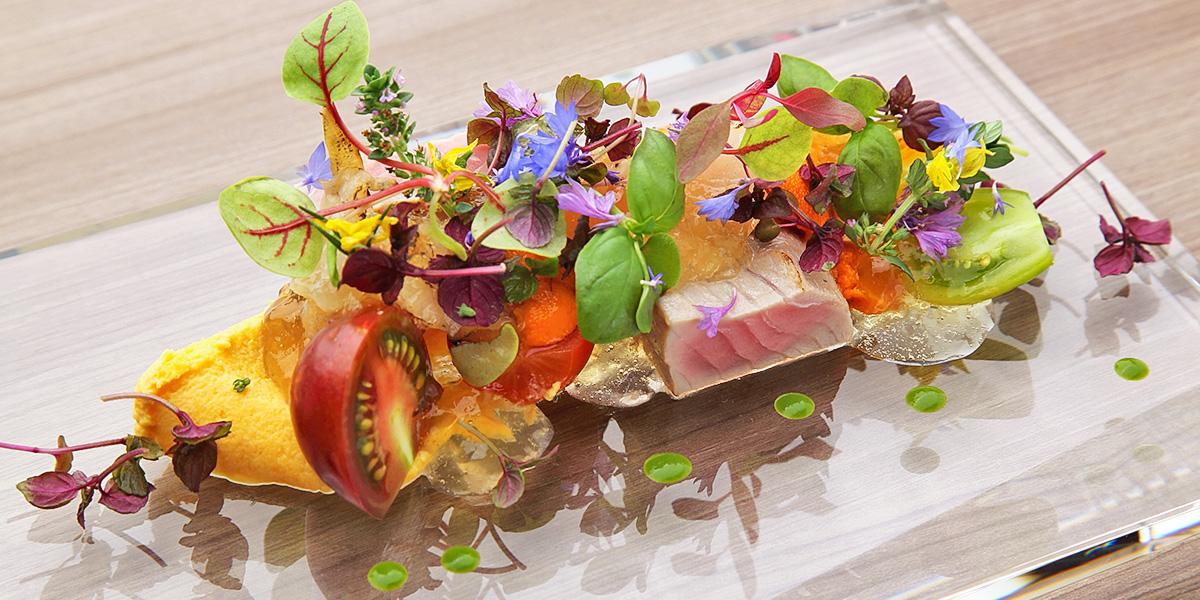 石川の豊かな食材を凄腕シェフが美しいフレンチに