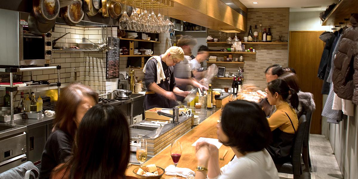 カジュアルな価格でありながら独創性の高い料理に感動! 国内外からのゲストを満足させる、警固のビストロ