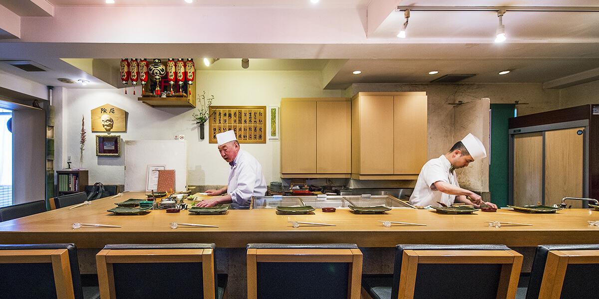 東西の鮨と和食の技を盛り込んだ名伯楽の店