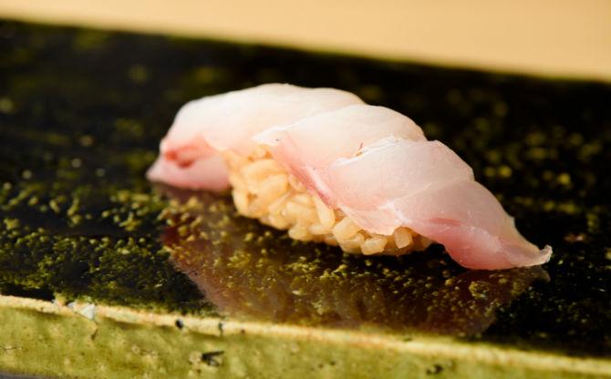 寿司と和食を楽しむ